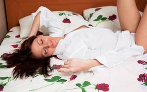 Во сне заняться сексом на белой простыне
